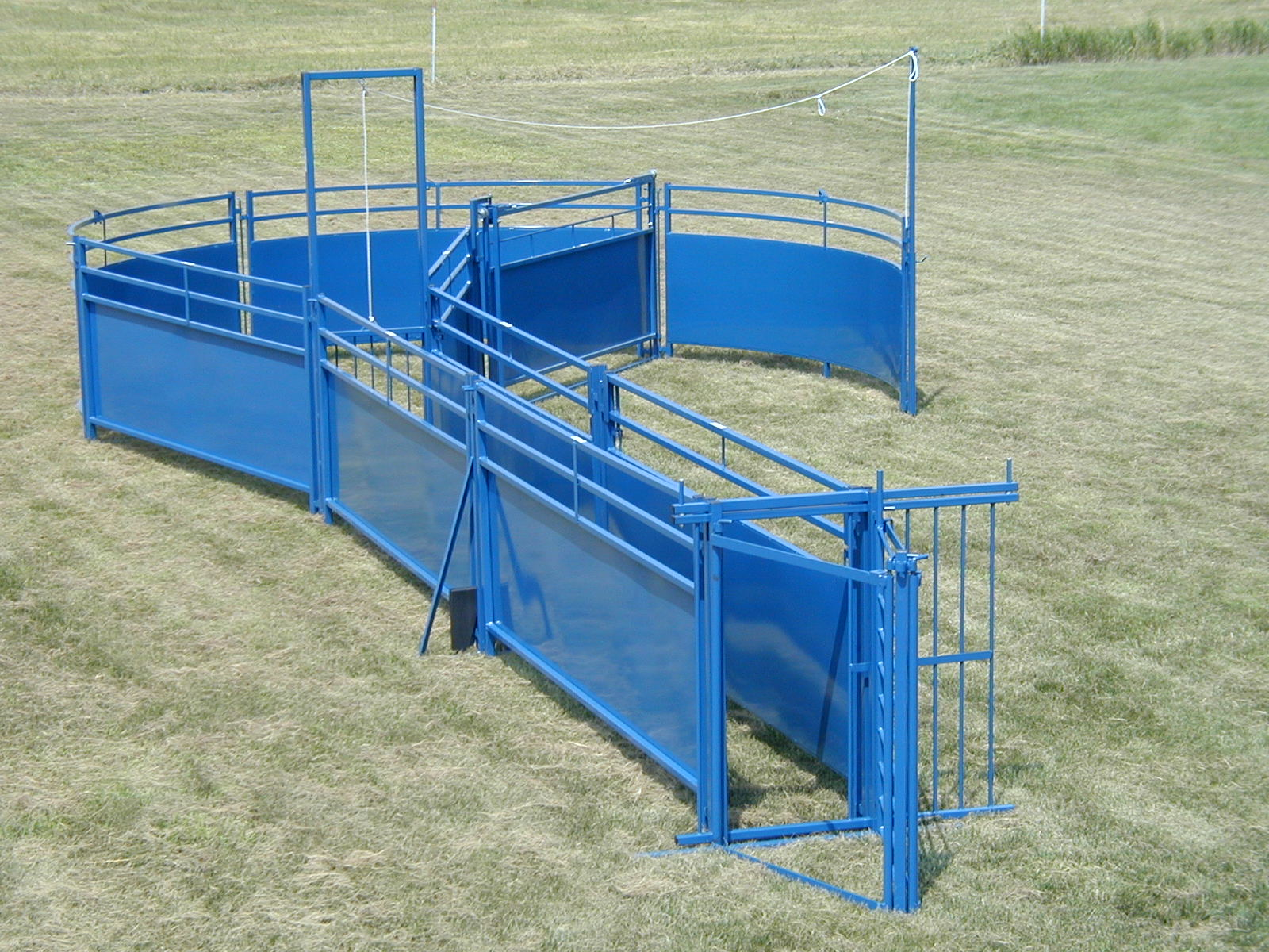 1 Man Livestock Systems http://www.threewillowsranch.com/corral_systems.html
