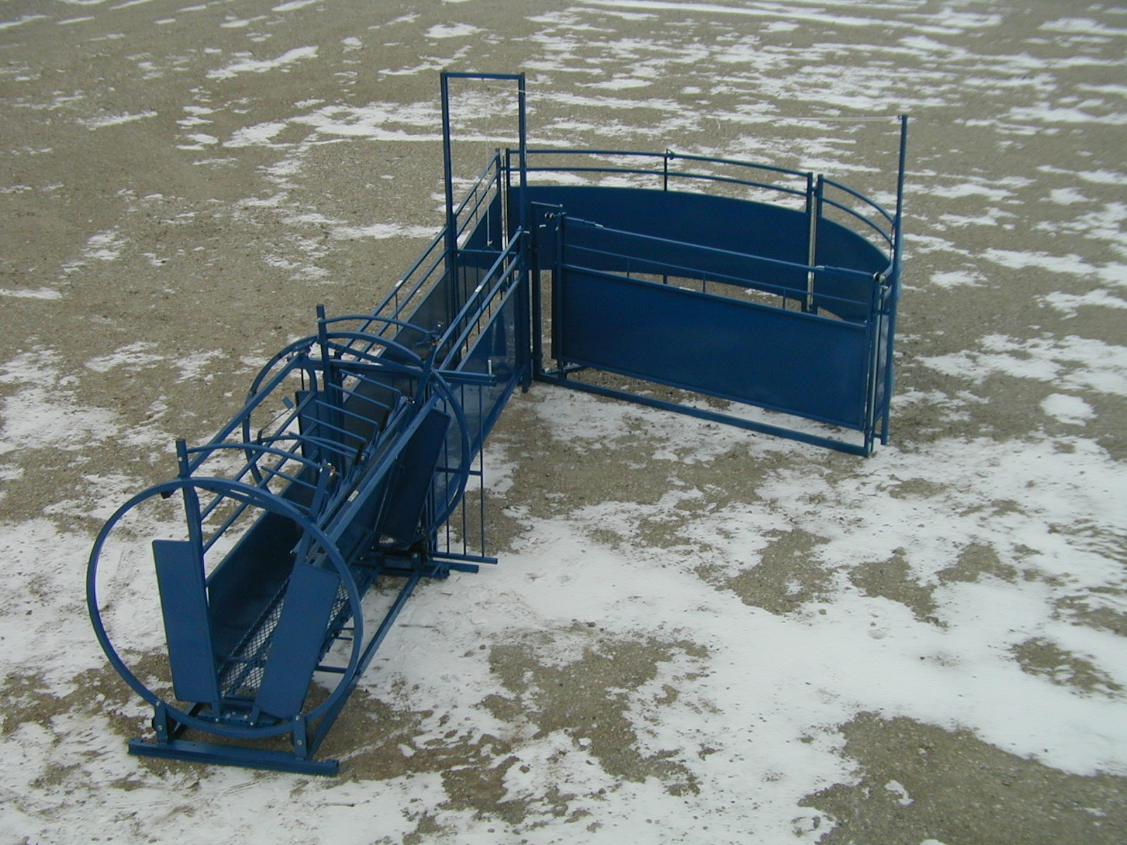 1 Man Livestock Systems http://www.pic2fly.com/One+Man+Corral+Systems.html
